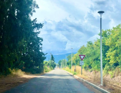 Eclairage public en place sur la route du collège